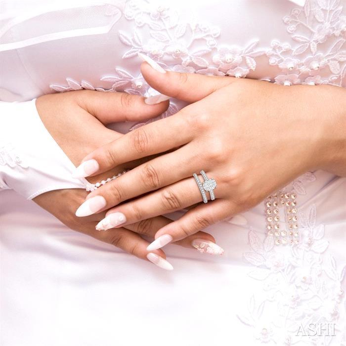 OVAL SHAPE LOVEBRIGHT DIAMOND WEDDING SET